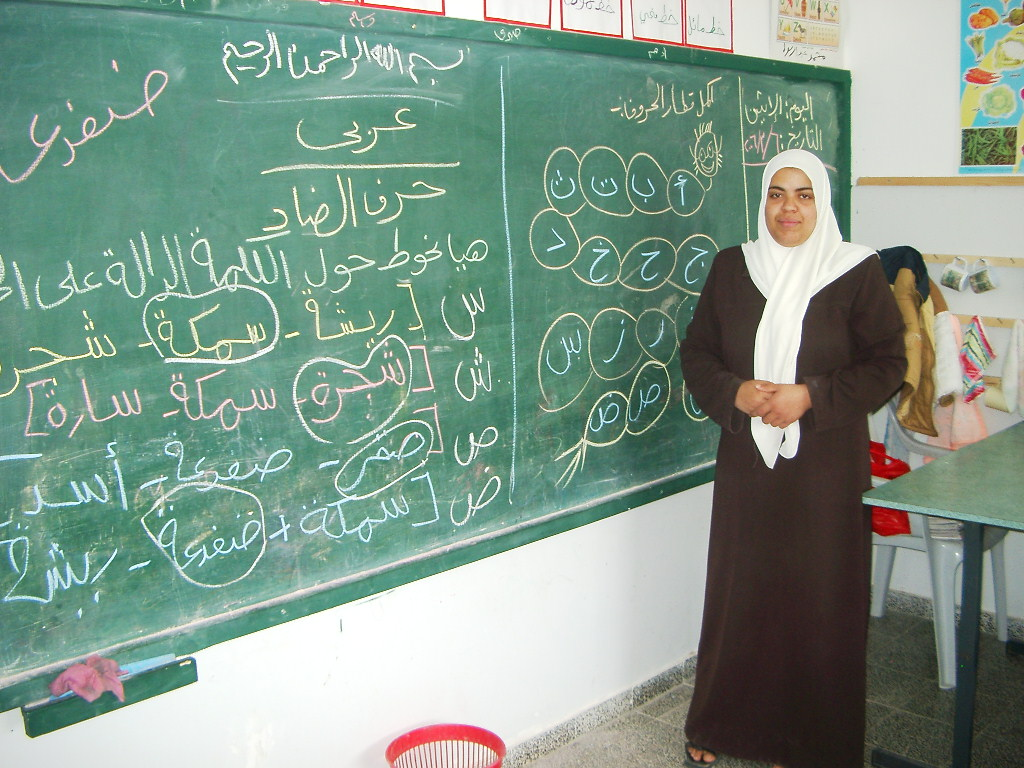 [img width=640 height=480]http://helenacobban.org/Pal-Isr-Mar-06/Jabaliya%20preschool--%20writing%20teacher.jpg[/img]
